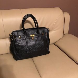 Black purse. It is not a hermes, it is just a bag